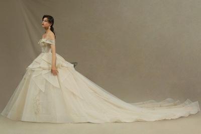 Wunderschönes schulterfreies Blumengartenballkleid aus Tüllspitze mit Brautkleid für die Braut_4