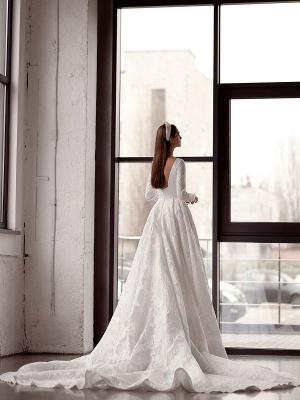 Weißes einfaches Brautkleid mit Zug A-Linie Jewel Neck lange rückenfreie Ärmel Satin Stoff Brautkleider_4