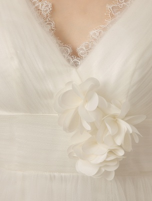 Brautkleid mit Kapelle-Schleppe und V-Ausschnitt mit Perlenverzierung_8