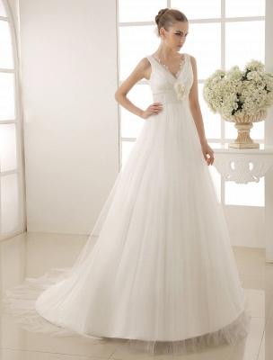 Brautkleid mit Kapelle-Schleppe und V-Ausschnitt mit Perlenverzierung_2