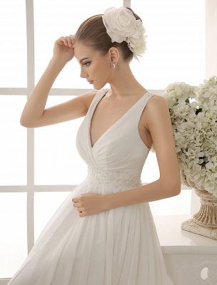 Vestido de novia con cuello de pico y pedrería con vaina_5