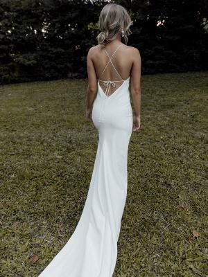 Robe de mariée simple blanche gaine col en V sans manches dos nu taille naturelle entrecroisée fendue devant robes de mariée à lacets_2