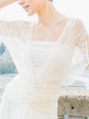 Einfache Brautkleider Mantel V-Ausschnitt Ärmellos Plissee Bodenlangen Mit Zug Spitze Brautkleider_2
