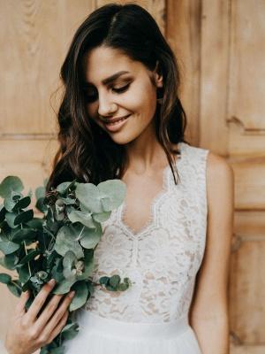 Simple Wedding Dress Tulle A Line V Neck Sleeveless Lace Floor Length Bridal Dresses_5