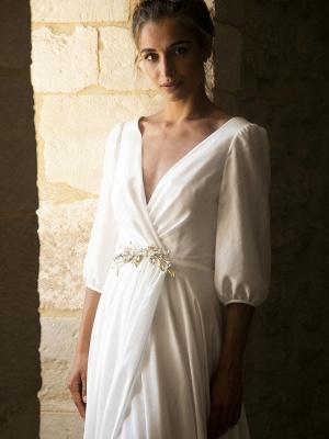 Weiße Brautkleider mit Zug A-Linie bodenlangen 3/4 Ärmeln Plissee V-Ausschnitt Brautkleider_4