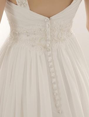Vestido de novia con cuello de pico y pedrería con vaina_6