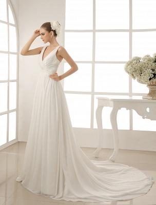 Vestido de novia con cuello de pico y pedrería con vaina_3