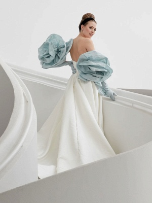 Weiße A-Linie Brautkleider mit Schleppe ärmellose Taschen Trägerlose rückenfreie Satin Brautkleider Satin_3