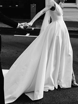 Vintage Wedding Dresses V Neck Sleeveless Natural Waist Satin Fabric Pleated Bridal Gowns With Train_3