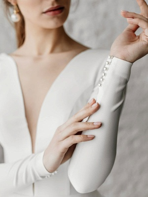 Weiße A-Linie Brautkleider Bodenlang Lange Ärmel Abgestufter V-Ausschnitt Natürliche Taille Bodenlange Brautkleider_5