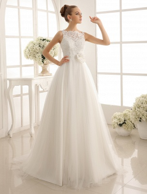 Brautkleid mit Bateau-Ausschnitt und Kapellenschleppe_1