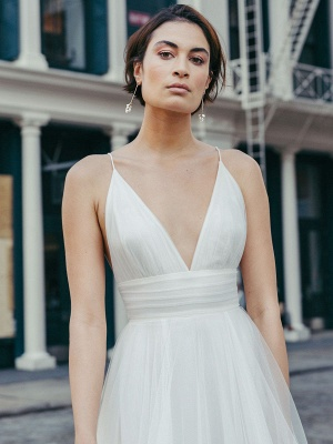 White Wedding Dress V-Neck Sleeveless With Train Natural Waist Backless Long Bridal Dresses_2