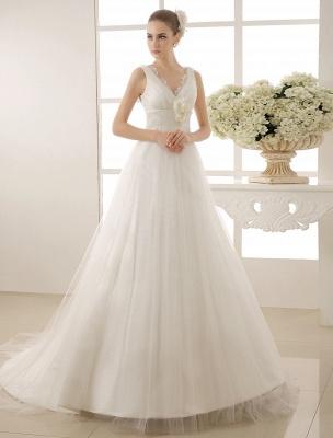 Brautkleid mit Kapelle-Schleppe und V-Ausschnitt mit Perlenverzierung_1