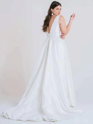 Weißes einfaches Brautkleid A-Linie mit Zug V-Ausschnitt Ärmellose Taschen Satin Stoff Brautkleider_3