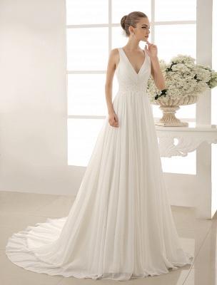Vestido de novia con cuello de pico y pedrería con vaina_2