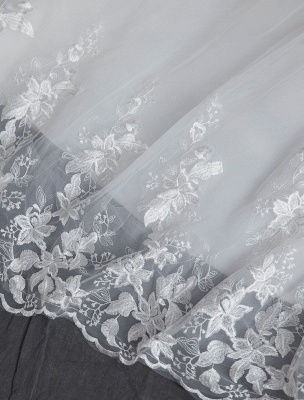 Spitze Brautkleider Elfenbein Trägerlos Ärmellos Applique Prinzessin Brautkleid Mit Zug_11