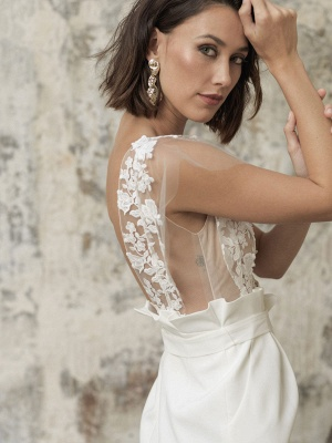 Weiße Kurze Brautkleider Illusionsausschnitt Jewel Neck Kurze Ärmel Mantel Natürliche Taille Spitze Schleifen Cut-Outs Rüschen Brautkleider_5