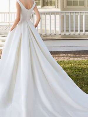 Vintage Wedding Dresses With Train Designed Neckline Sleeveless Buttons Satin Fabric Bridal Gowns_2