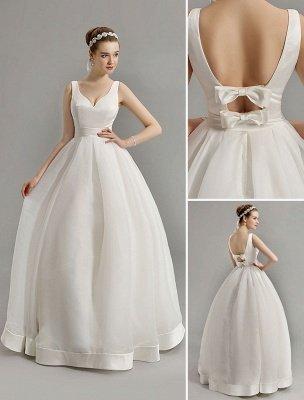 Vintage-inspiriertes Brautkleid mit tiefem V-Ausschnitt und Schleife, verziert mit Cut Out Back_1