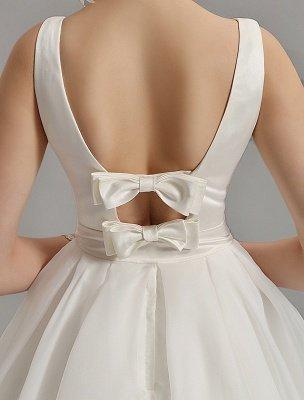 Vintage-inspiriertes Brautkleid mit tiefem V-Ausschnitt und Schleife, verziert mit Cut Out Back_12
