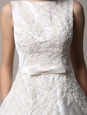 Robe de mariée en dentelle à dos ouvert avec col bateau et poches insérées_8