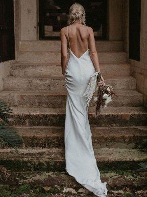 Weißes einfaches Brautkleid mit Zugmantel V-Ausschnitt Spaghetti-Trägern ärmellose natürliche Taille rückenfreie lange Brautkleider_3