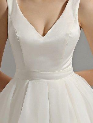 Vintage-inspiriertes Brautkleid mit tiefem V-Ausschnitt und Schleife, verziert mit Cut Out Back_11