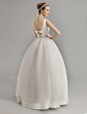 Vintage-inspiriertes Brautkleid mit tiefem V-Ausschnitt und Schleife, verziert mit Cut Out Back_6