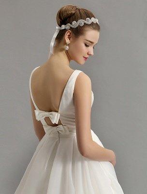 Vintage-inspiriertes Brautkleid mit tiefem V-Ausschnitt und Schleife, verziert mit Cut Out Back_10