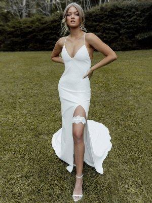 Weißes einfaches Brautkleid Etui V-Ausschnitt Ärmellos Rückenfrei Natürliche Taille Criss-Cross Split Front Lace-Up Brautkleider