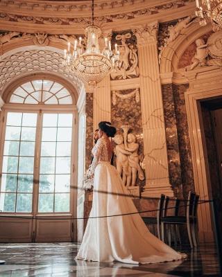 Elegantes weißes Brautkleid mit langen Ärmeln Blumenspitze Meerjungfrau Brautkleid mit abnehmbarem Zug_7