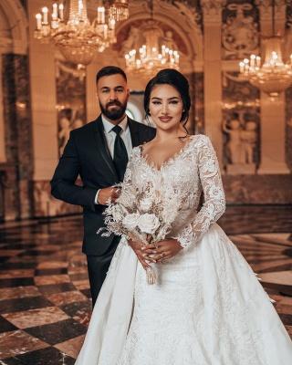 Elegantes weißes Brautkleid mit langen Ärmeln Blumenspitze Meerjungfrau Brautkleid mit abnehmbarem Zug_3