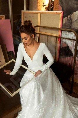 Elegant Lace Bridal A-line V-Neck Long Sleeves Wedding Dresses_5