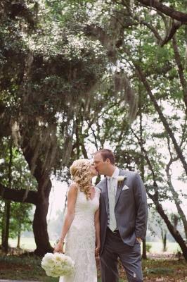 Close-fitting Seaside Outdoor Wedding Dresses   Sleeveless Lace Summer Beach Bridal Dresses_5