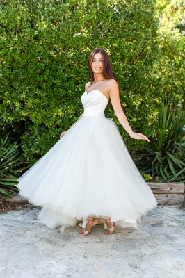 Ball Gown Simple Floor-length Half-sleeves Sexy Off The Shoulder Wedding Dresses_5