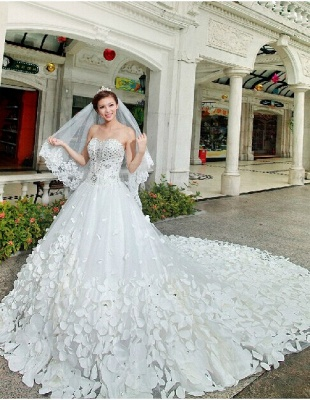 Gorgeous Sweetheart Crystals Cathedral Train Flowers Elegant Romantic Sleeveless Ball Gown Wedding Dresses Cheap_4