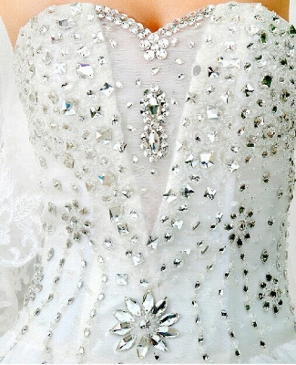 Gorgeous Sweetheart Crystals Cathedral Train Flowers Elegant Romantic Sleeveless Ball Gown Wedding Dresses Cheap_3