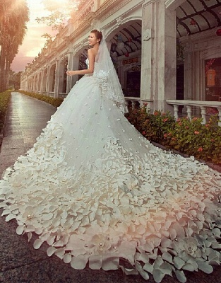 Gorgeous Sweetheart Crystals Cathedral Train Flowers Elegant Romantic Sleeveless Ball Gown Wedding Dresses Cheap_1