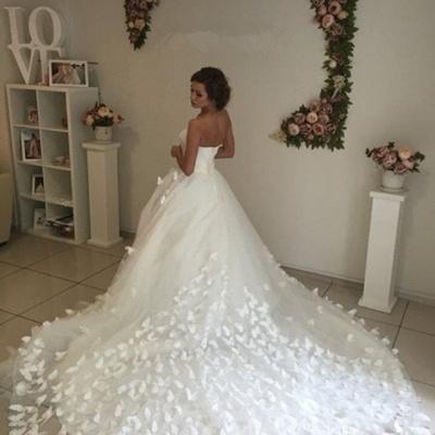 Gorgeous 3D-Floral Lace Appliques Wedding Dresses   Sweetheart Neck Chapel Train Bridal Gowns Cheap_3