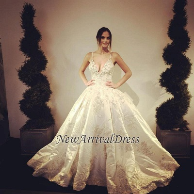 Stunning V-Neck Lace Appliques Floor Length Ball Gown Wedding Dresses_1